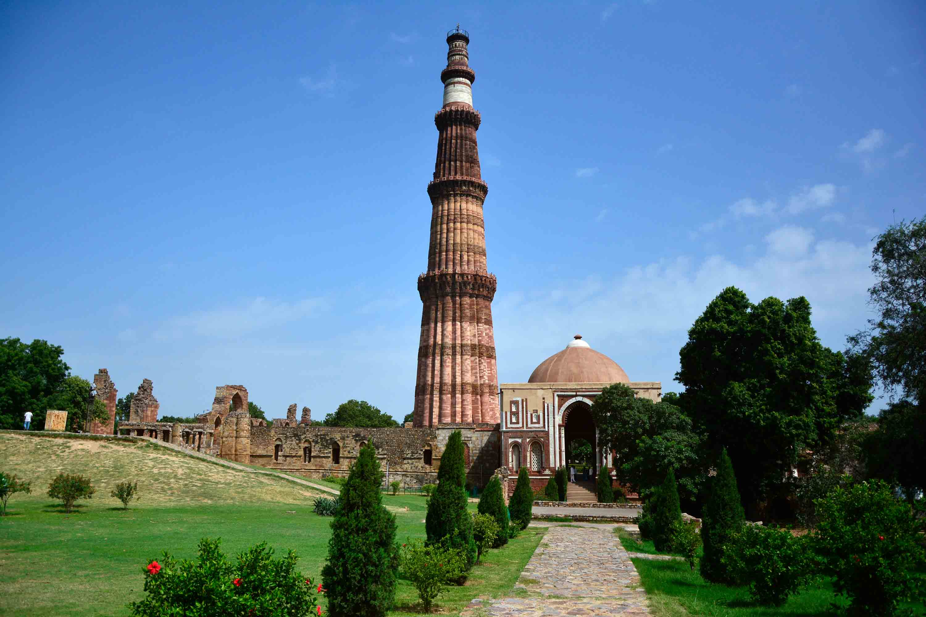 the qutb complex and the arcuate system of construction in india