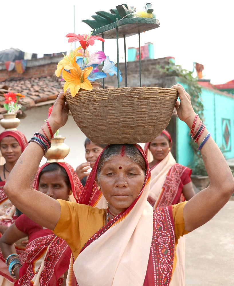 Woman Holding the Sua Basket over her Head