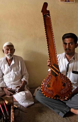 String Masters: Sitarmakers of Miraj | Sahapedia