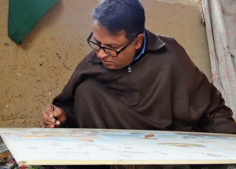 Artist Fayaz Ahmad Jan painting a picture of Dal Lake at his karkhana in Hasanabad, Srinagar (Courtesy: Sadaf Nazir Wani)