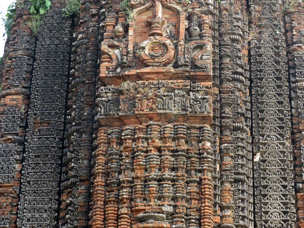 Siddheswara temple, Bahulara, carvings on the shikhara