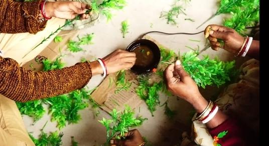 Women crafting aquarium plants at Dasnagar