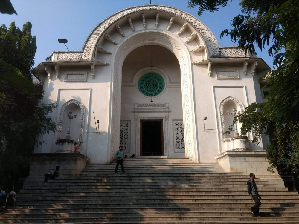 Fig. 1. Front view of the Asafia library in Afzalganj in the Old City of Hyderabad. This is now known as the State Central Library.