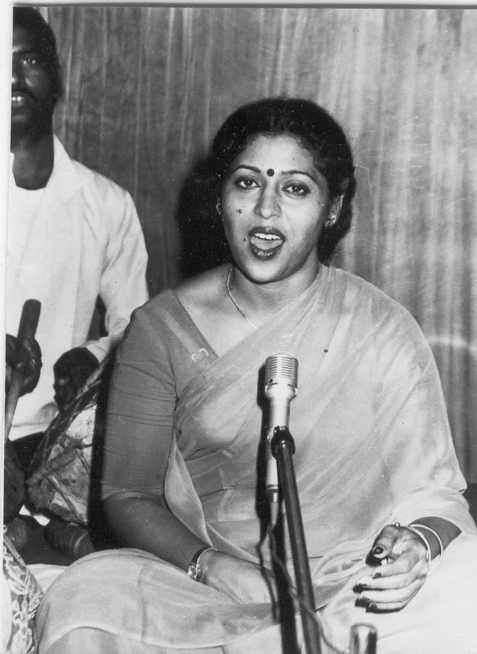 Fig. 10: Asha, singing at a function organised by the Sangeet Natak Akademi, New Delhi (Photo courtesy: Deepti Priya Mehrotra, Nautanki ki Malika Gulab Bai, 275)