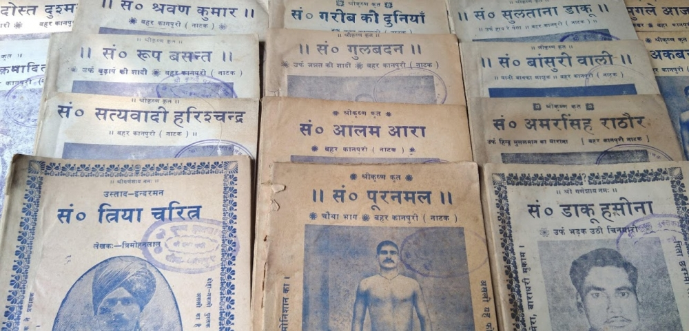 Fig. 2:Nautanki script books: Here we see Dost Dushman, Shravan Kumar, Garib ki Duniya, Sultan Daku, Mughale Azam, Vir Vikramaditya, Rup Basant, Gulbadan, Bansurivali, Satyavadi Harishchandra, Alam Ara, Amar Singh Rathore, Triya Charitra (Tirmohan Lal on the cover), Sant Purnamal (Shrikrishna Pehelwan on the cover), and Daku Hasina (Bijay Kashyap on the cover) (Photo courtesy: Deepti Priya Mehrotra)