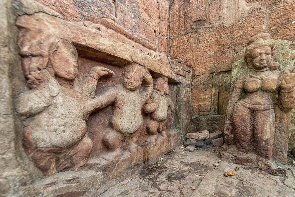 Dancing dwarfs and semi-divine female figure [?]