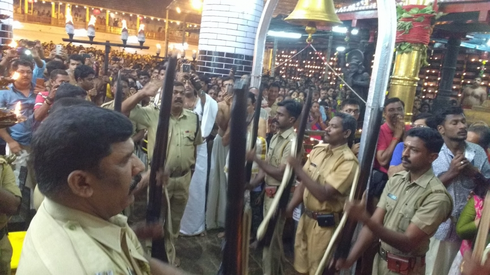 Guard of honour by the police at the beginning of the procession during Thrikketta Purappadu. (Courtesy: Sudheer Kailas)