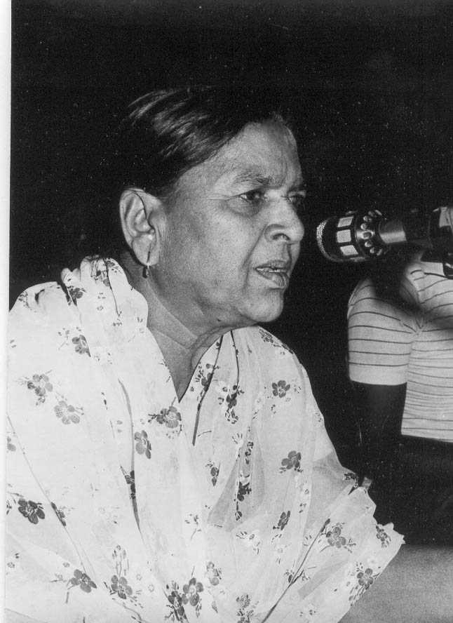 Fig. 3: Gulab Bai urged the government to support systematic training of new artistes and sponsor good nautankis, to ensure the survival of the form; here, she is seen speaking at the National Theatre Festival in Ravidralaya, Lucknow, 1984  (Courtesy: Deepti Priya Mehrotra, Gulab Bai: The Queen of Nautanki Theatre, 209).
