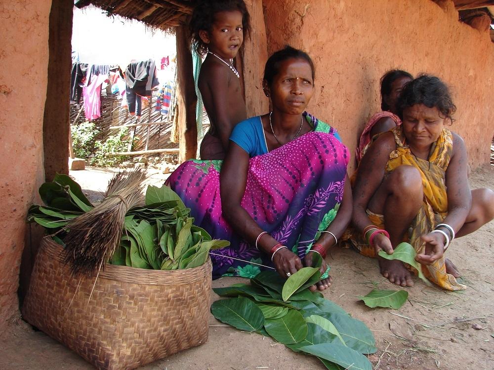 Women Stitching Dona-Pattal