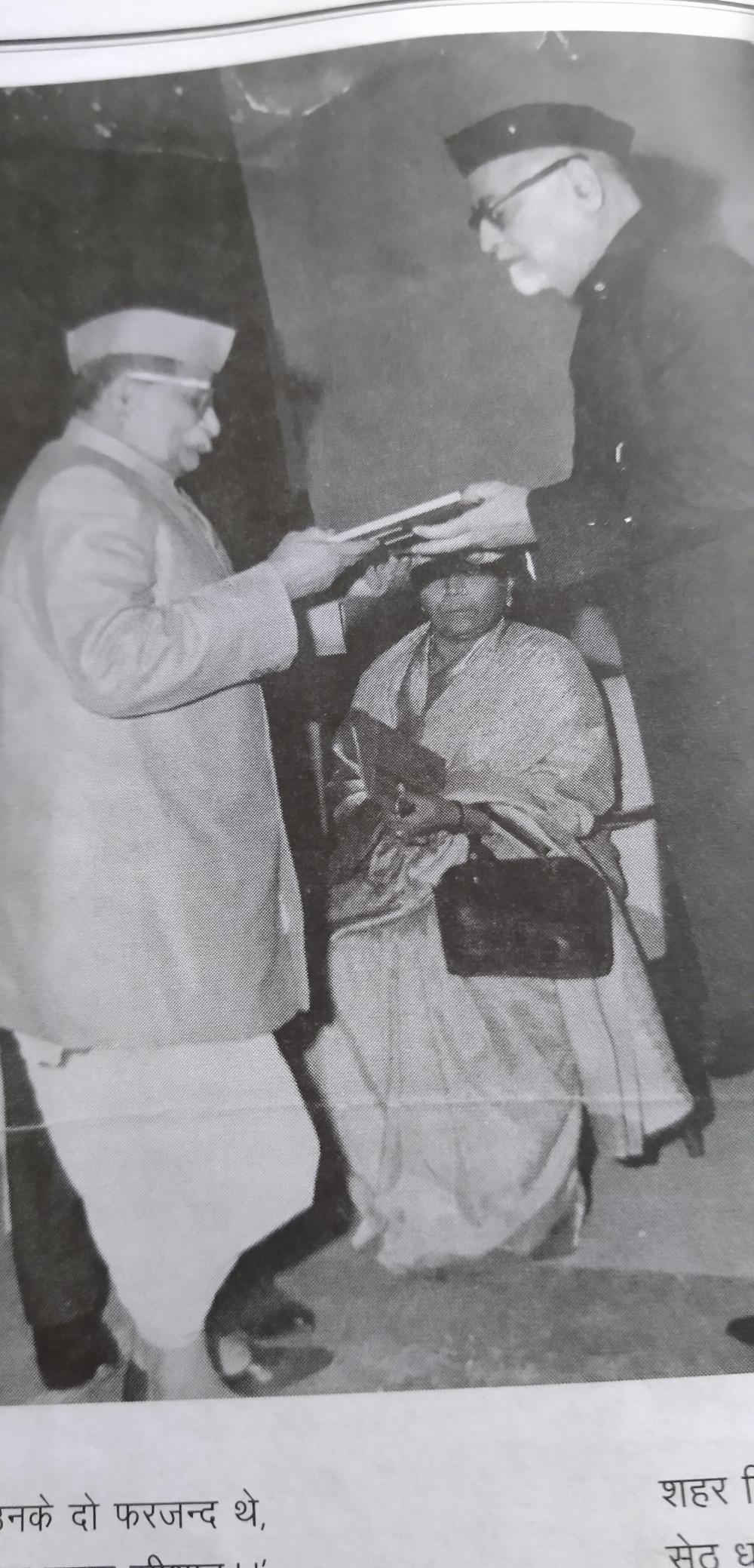 Fig.5: Shrikrishan Pehelwan receiving the Sangeet Natak Akademi award from then president of India Zakir Hussain, in 1968, for his contributions to folk theatre (Courtesy: Rajat Kumar, 'Main Akele Hee Chala Tha: Shrikrishna Pehelwan', Kalavasudha, Oct–Dec 2018, 146)