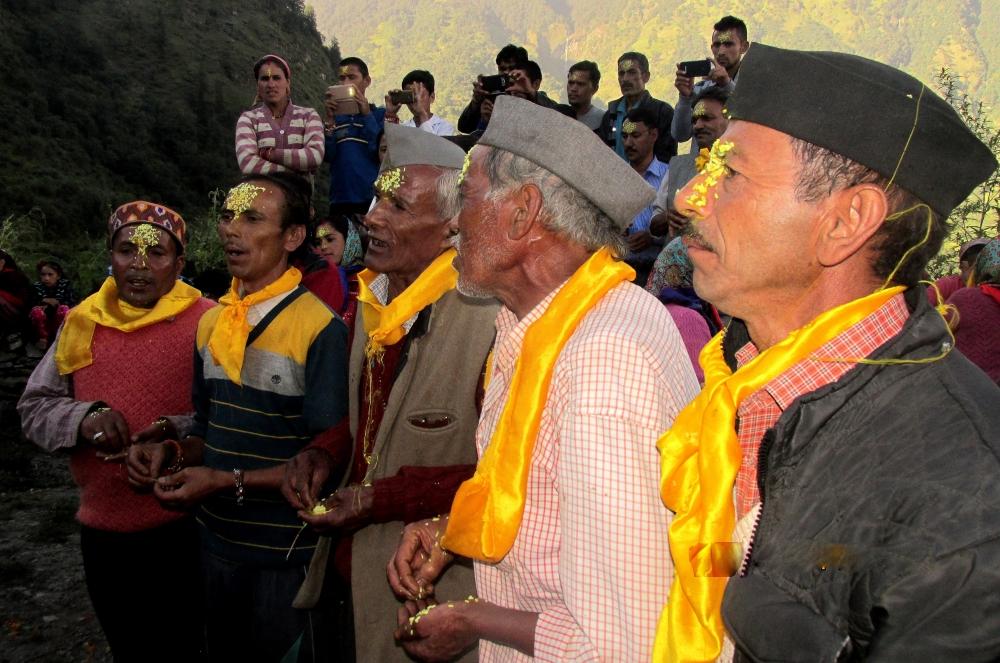 Fig.5 जागर गाते हुए ग्रामीण  सौजन्य: रघुवीर सिंह एवं लक्ष्मण सिंह सनवाल