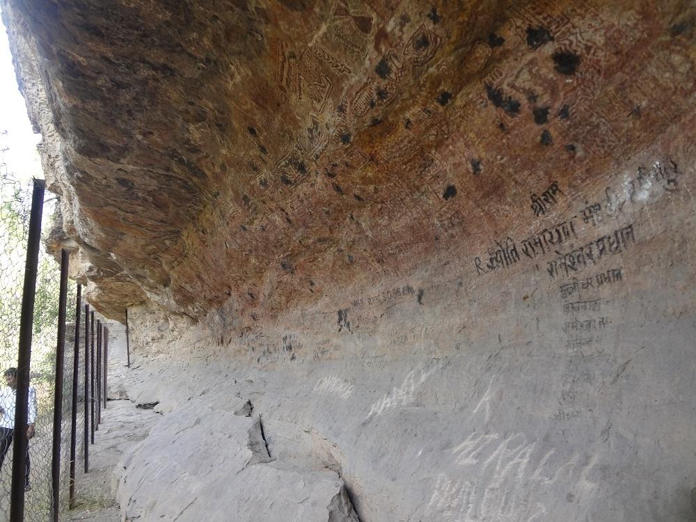 उषाकोठी, करमागढ़ का चित्रित शैलाश्रय