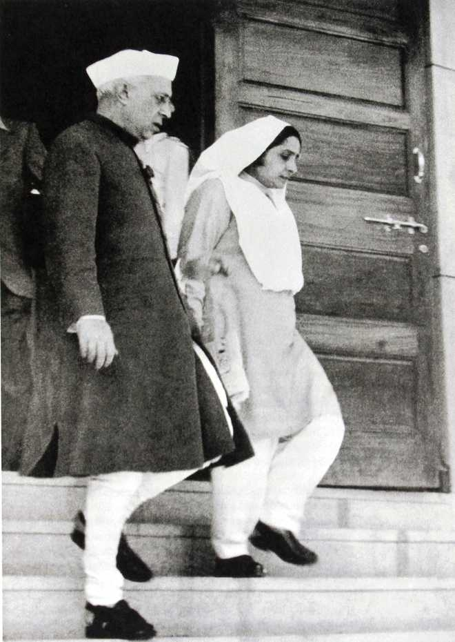 Pandit Jawaharlal with Mridula Sarabhai, Photo: The Tribune