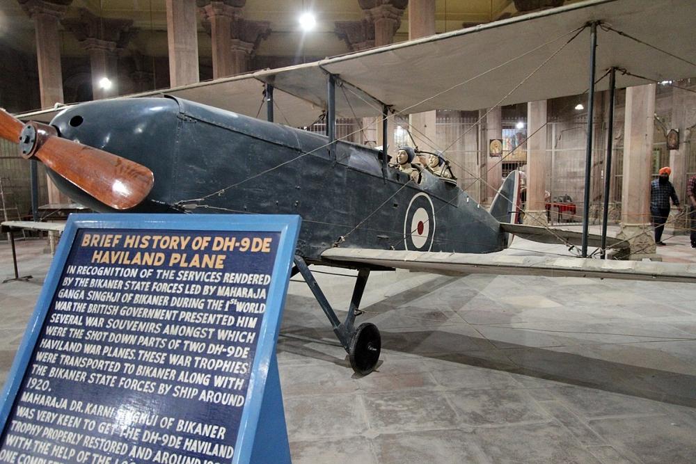 Bikaner Junagarh DH9 Bomber_Gerd Eichmann, CC BY-SA 4