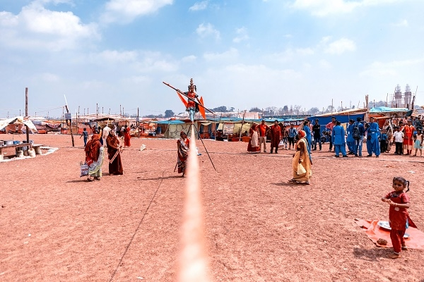Young girls showing stunts on rope at Punni Mela