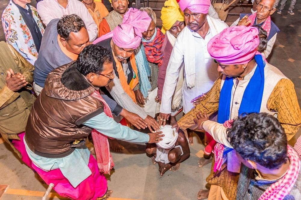 The ritual of throwing amla during Phagun Madai