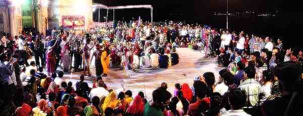 Diverse crowd gathers for rare evening Gavari performance in Udaipur's Gangaur Ghat_Wikimedia Commons