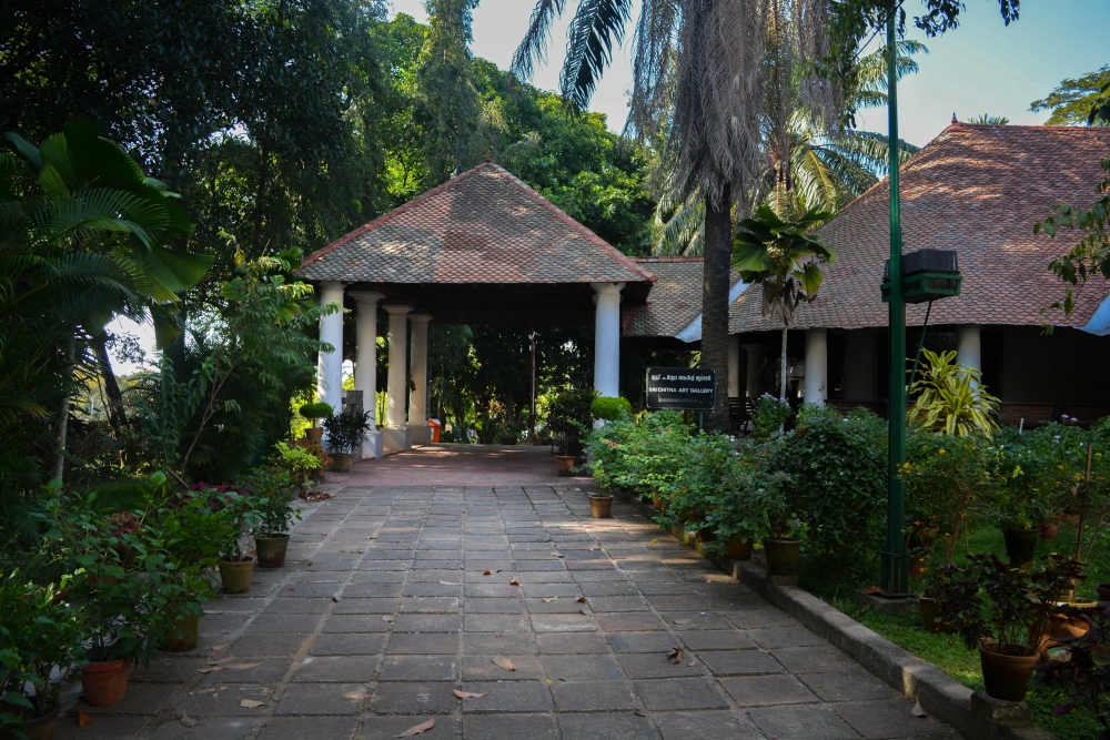 Fig. 4. Sri Chitralayam Art Gallery situated inside the Museum Complex, Thiruvananthapuram, is a single-storeyed bungalow attached to a double-storeyed one (Courtesy: Abrar Ali A.N.)