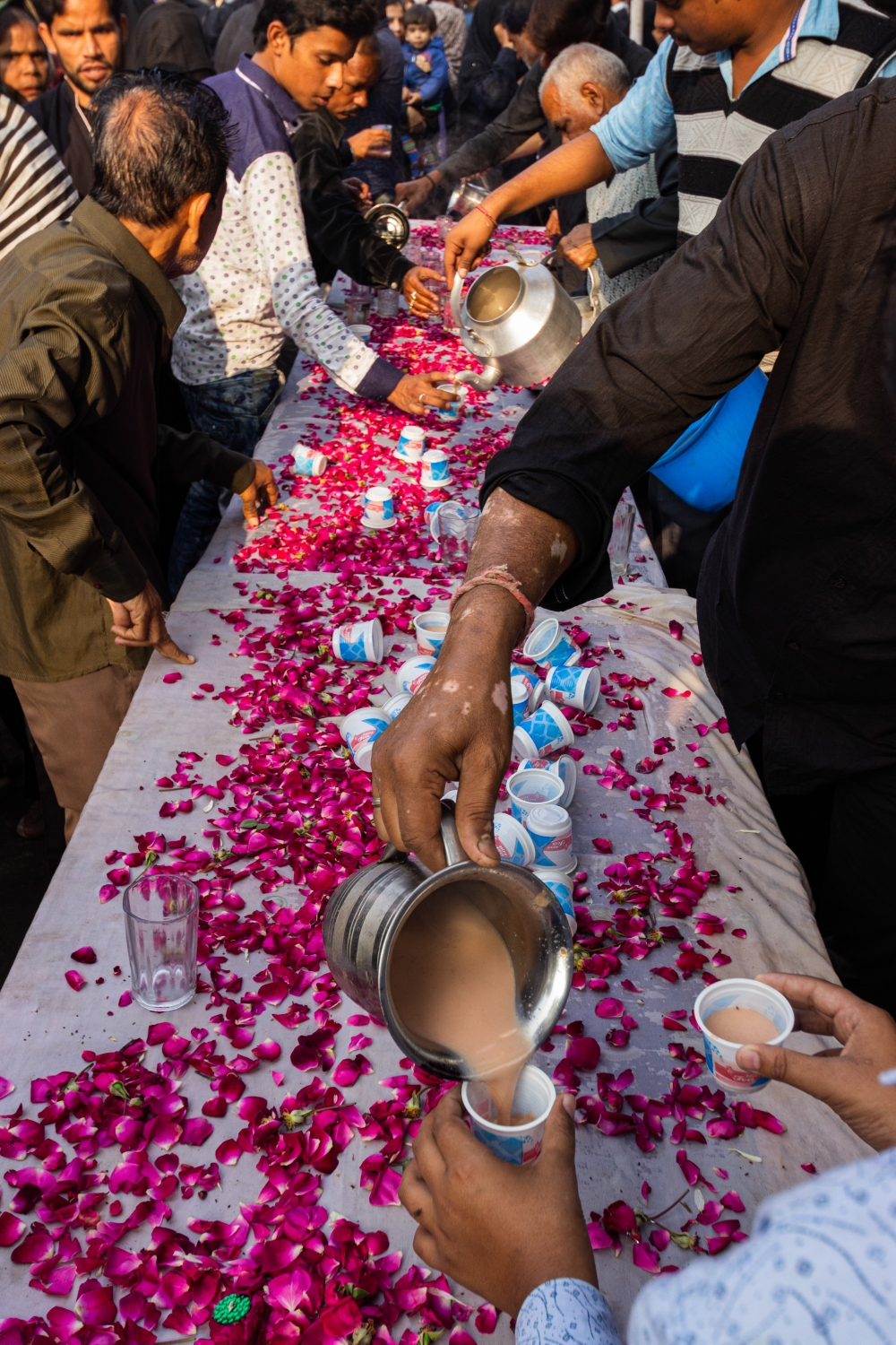 Fig. 4:Tea being served at a sabeel to people attending a Chehlum procession in Lucknow