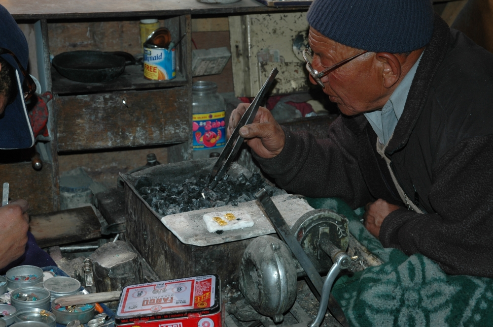 Sultan Chulam Chunka has been working as a jeweller since 1965, working largely with gold, fashioning pendants and amulet cases (gau) in octagonal shapes. He and his family members have been involved in this trade for as far back as he can remember. Sultan passed away in 2018, but he trained several young men who have since set up jewellery shops in the town in the last decade so. His nephew, who apprenticed with him, now runs his shop located in the old town of Leh. (Photographer: Monisha Ahmed, 2005)