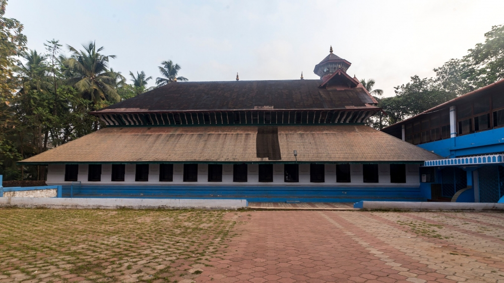 Fig. 1. Front view of the three-storeyed Odathil Palli (mosque) of Thalassery, built by the Keyi community. Image courtesy: Biju Ibrahim.