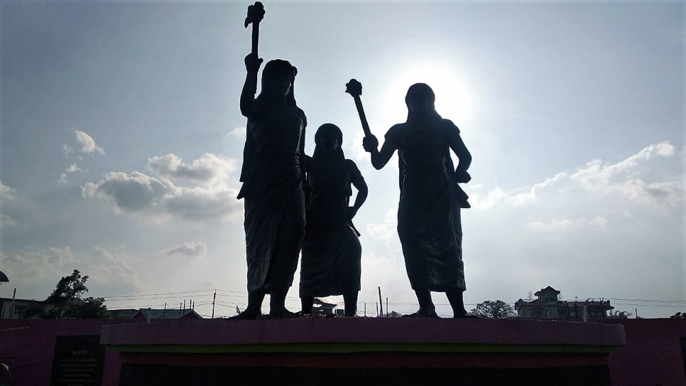 Fig. 4: A sculpture honouringmeira paibis (women with flaming torches) along the Imphal riverbank in Khurai Salanthong. They are a voluntary, vigilante group who seek to protect the society and discourage antisocial behaviour. It is an indigenous grassroots movement, started in the 1970s to prohibit alcohol consumption and actively resist abuse of power and human rights violations by military forces (Courtesy: Masaco Ningthoujam).