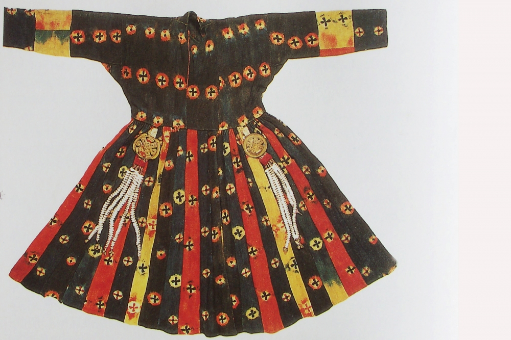 A woman's robe patterned with tie-dye circles (thig-ma), early twentieth century. Thigma is an old design in Ladakh as examples of these can be seen in the wall paintings at Alchi which date to the twelfth to thirteenth centuries. It was commonly worn by aristocratic women in the region, but a resurgence today has made it popular for musical and dance performances (Photographer: David DeSouza, 2001)