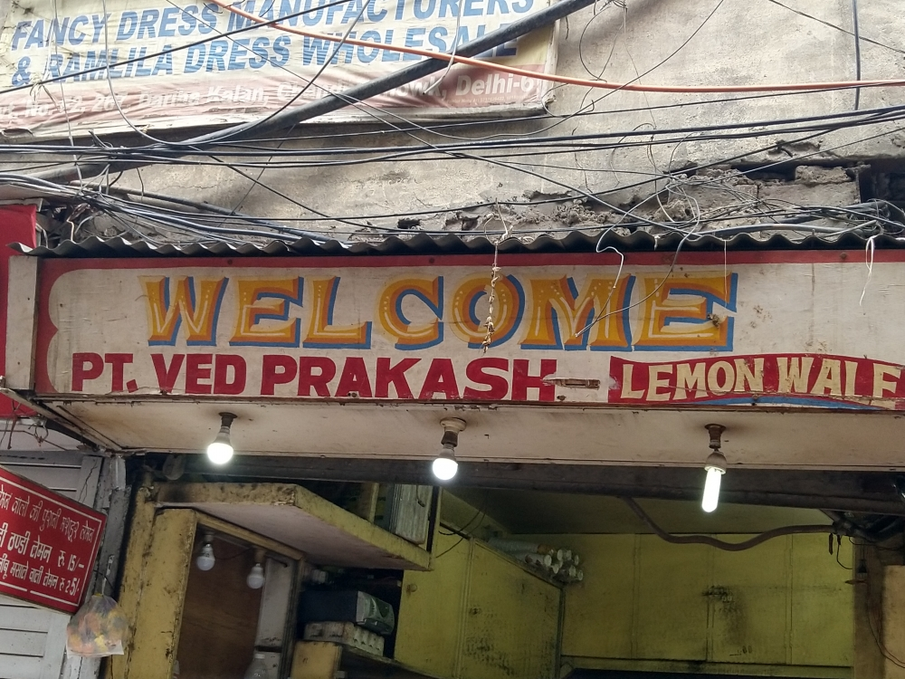 Fig 4:A lemonade shop in Chandni Chowk, Old Delhi, uses a bright yellow colour reminiscent of lemons to paint 'Welcome'. The wave-like formation of the 'Lemon Wale' (lemon seller) creates a billowy text box famously used in many film posters like the 1953 Mina Kumari-starrer Footpath.