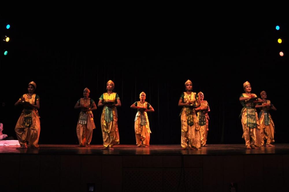 Fig. 2. Dancers performing bhor-taal nritya (a parushar nrtiya) in Guwahati (Courtesy: Collection of Ranjumoni Saikia and Rinjumoni Saikia)