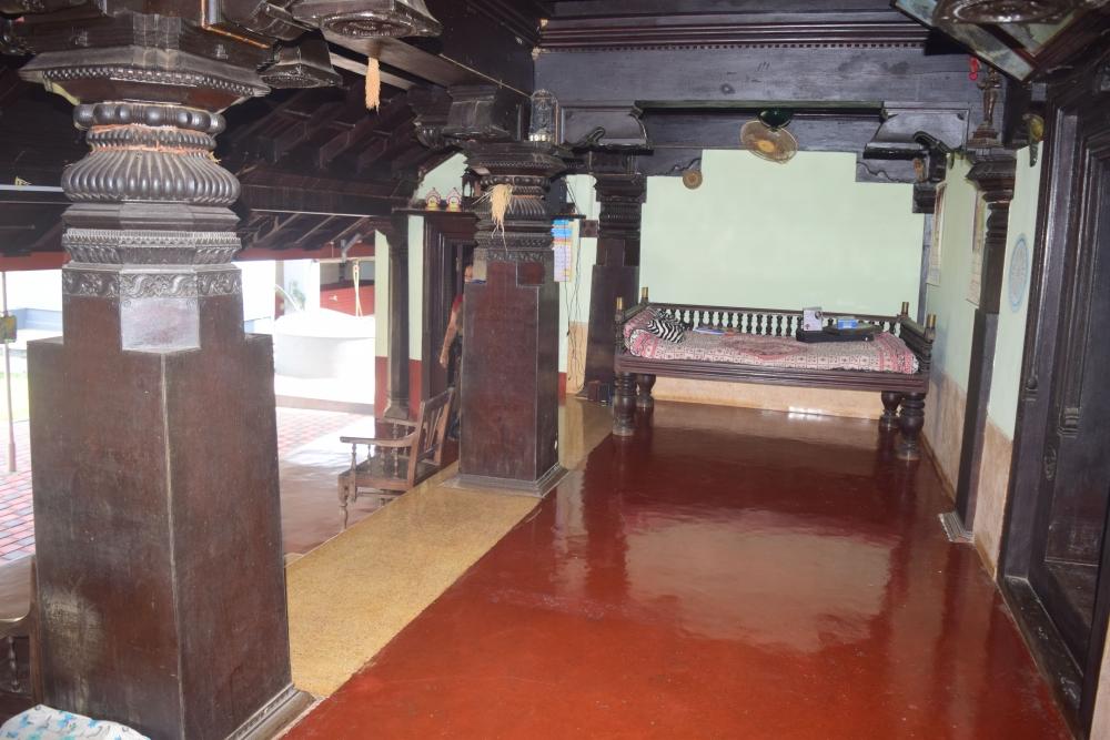 Fig. 4: Pillars of the main hall at Onthibettu Guttu, Hiriyadka. Pillars with these designs are found in almost every guttumane across Tulunadu