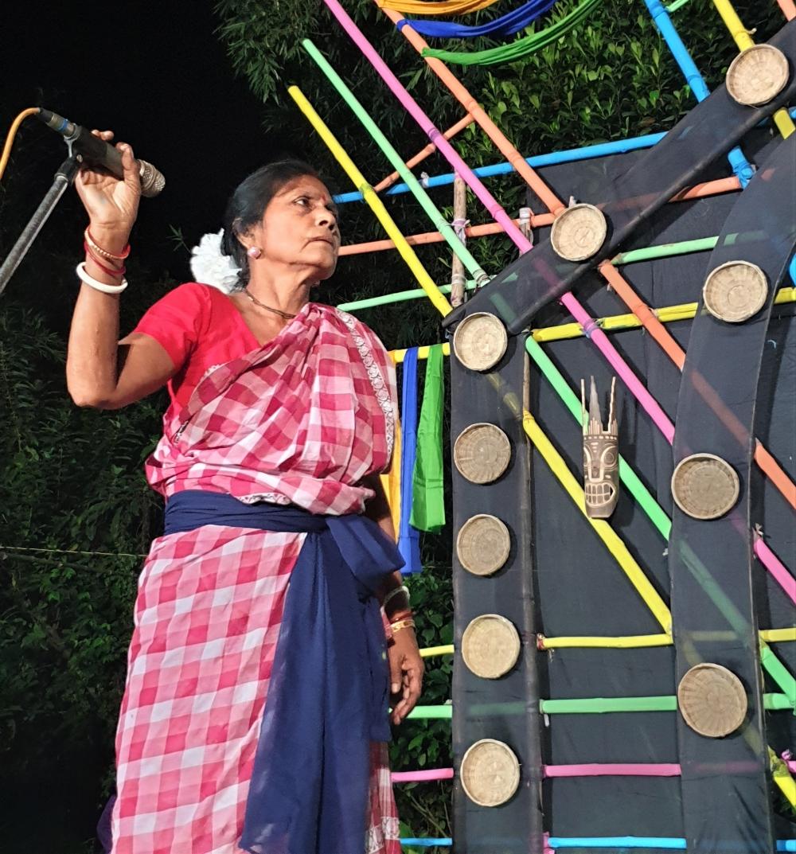 Fig. 6: Akulbala Sarkar enacting the role of haluani in the playHalua Haluaniperformed at the Mukha Mela of Dakshin Dinajpur