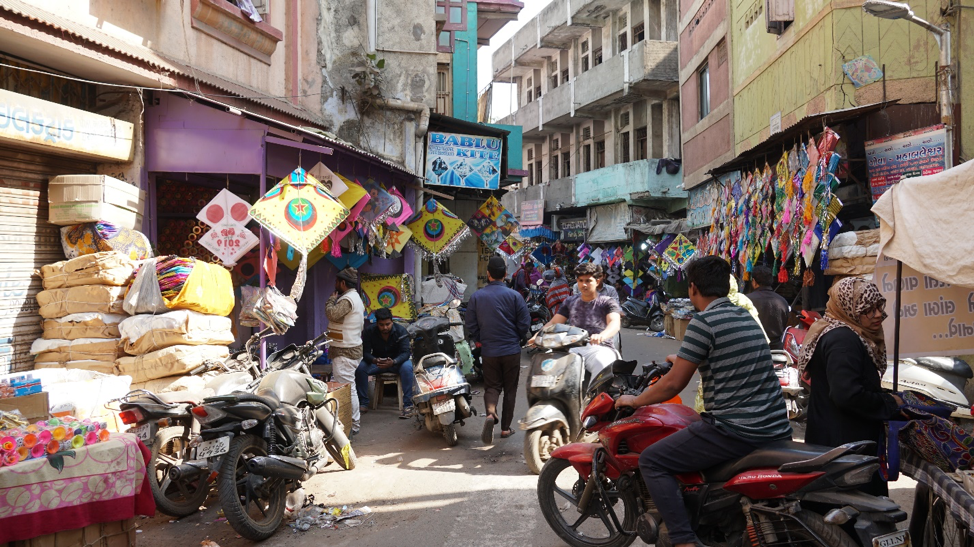 Fig. 5: A busy street in Jamalpur kite market. (Courtesy: Ashna Patel)