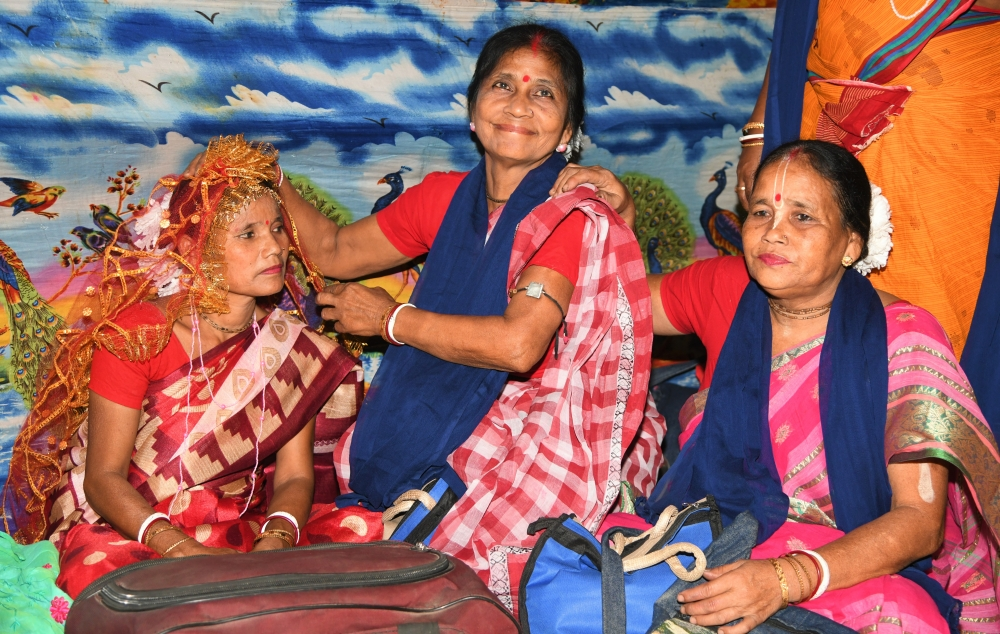 Fig. 7: Akulbala Sarkar along with her female co-artists at the backstage of the performance as a part of the Mukha Mela in Kushmandi block of Dakshin Dinajpur
