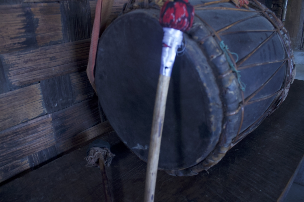 Fig. 6:A traditional nkhuangh made with cane ropes. The drums in the old days used all the same materials except for metal wires. The naturally available cane ropes were used to bind and hold the membranes of the drums together; however, they had tobe rewired once in a while especially for the nkhuanghs played regularly (Courtesy: Ramrisuang Pamei)