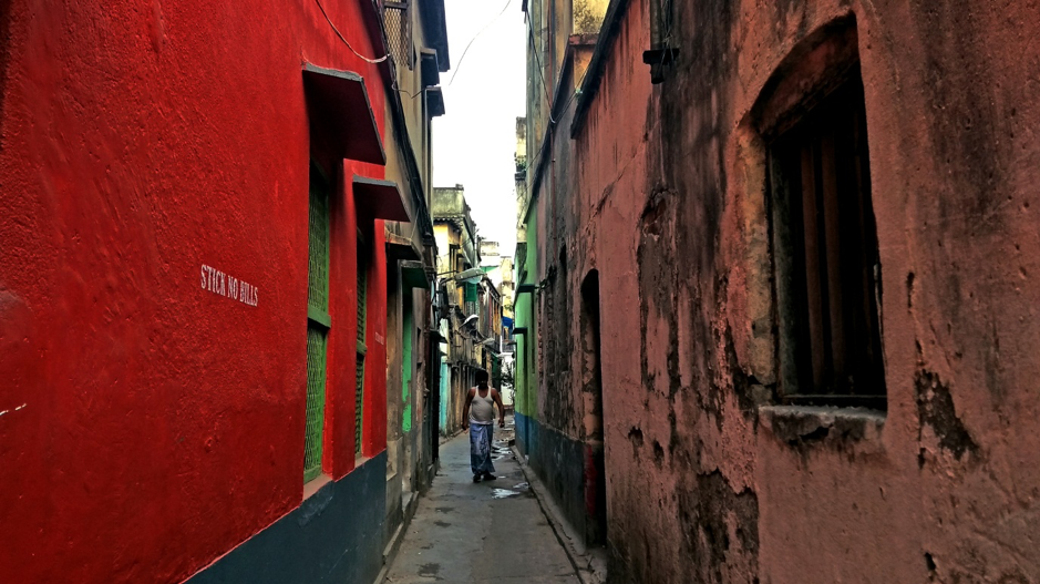 Fig. 8: A narrow lane in north Calcutta, with residential buildings on either side.Courtesy: Anwesha Sengupta.