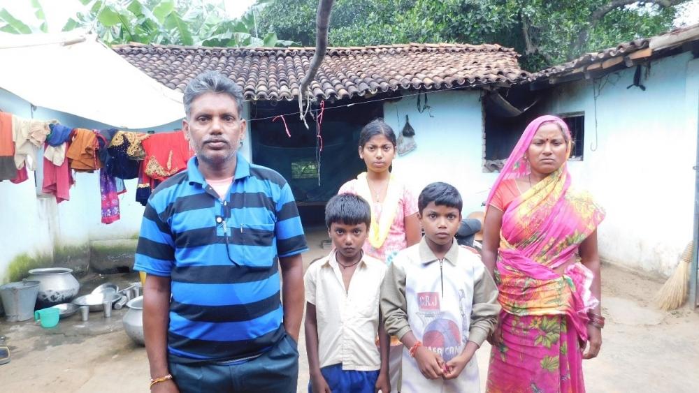 Fig.3. अजय मेहर अपने परिवार के साथ| (सौजन्य: सरोज केरकेट्टा)