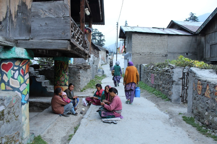 Fig. 10: The streets as used as social spaces. Women and men of the community gather in the evenings for discussions, weaving, and other activities
