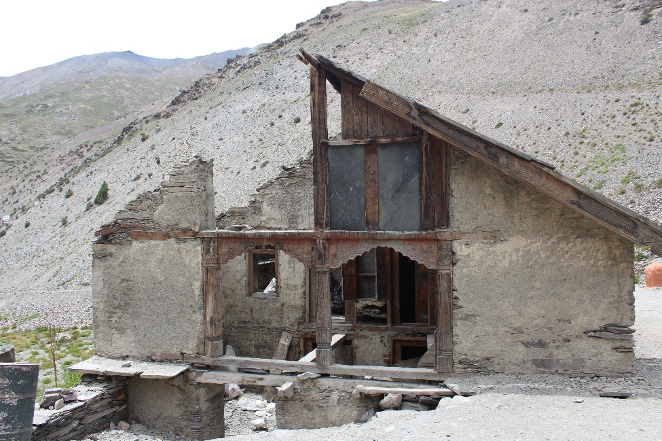 Fig. 12: Remains of one of the houses in the Jadung valley, showcasing the same construction technique and elements as seen in the Bagori village(Photo: Dhruv Sharma)