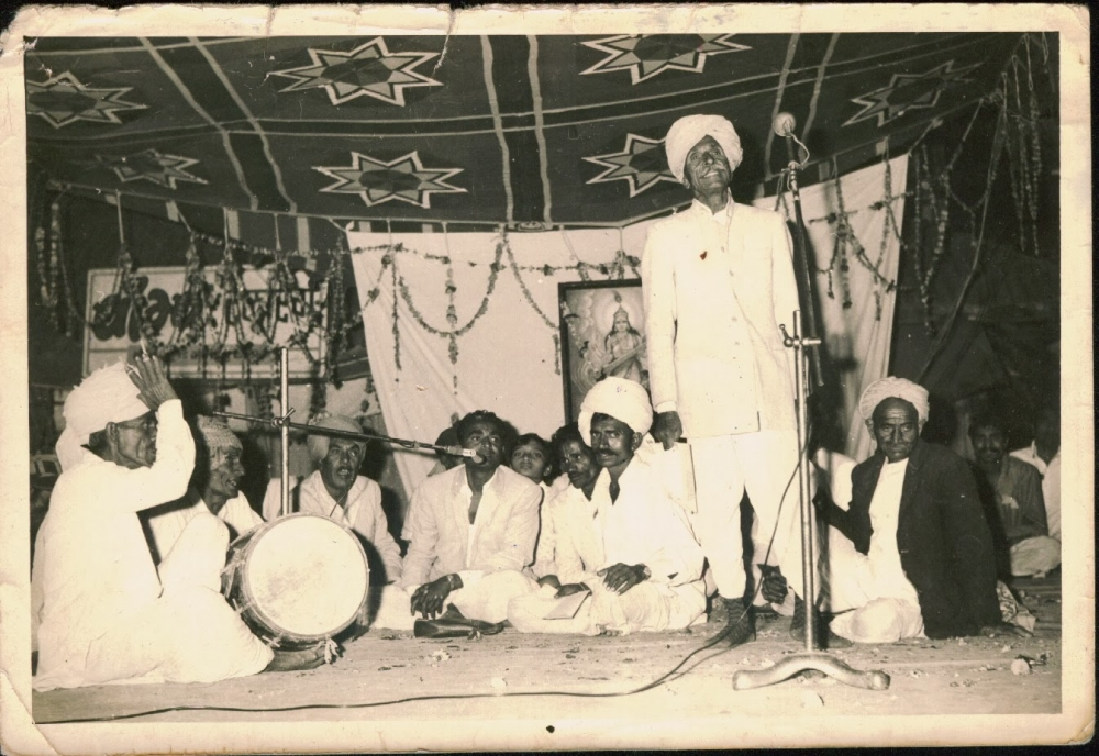 Fig.1. In the early 1980's, maach artists performing at Jaisinghpura, a popular junction to perform maach in Ujjain. Most of the performers are farmers who doubled up as maach performers by night (Courtesy: Mitali Trivedi)