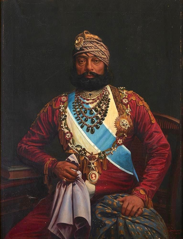 Jaswant Singh Jodhpur wears a necklace with Queen Victoria's silhouette, male jewellery, rajasthan, Photo: Wikimedia Commons