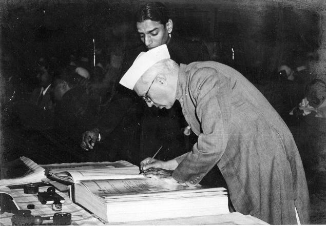Jawaharlal Nehru signing Indian Constitution, Courtesy: Wikimedia Commons