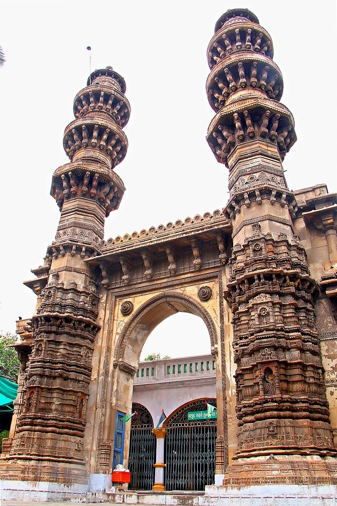 Sidi Bashir's mosque, Jhulta minars, Indian architecture, ahmedabad monuments, Courtesy: Tejaherwal/Wikimedia Commons