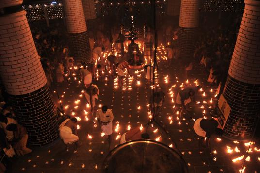 Lighting of lamps for Thulam Utsavam (Image Courtesy: Sudheer Kailas)