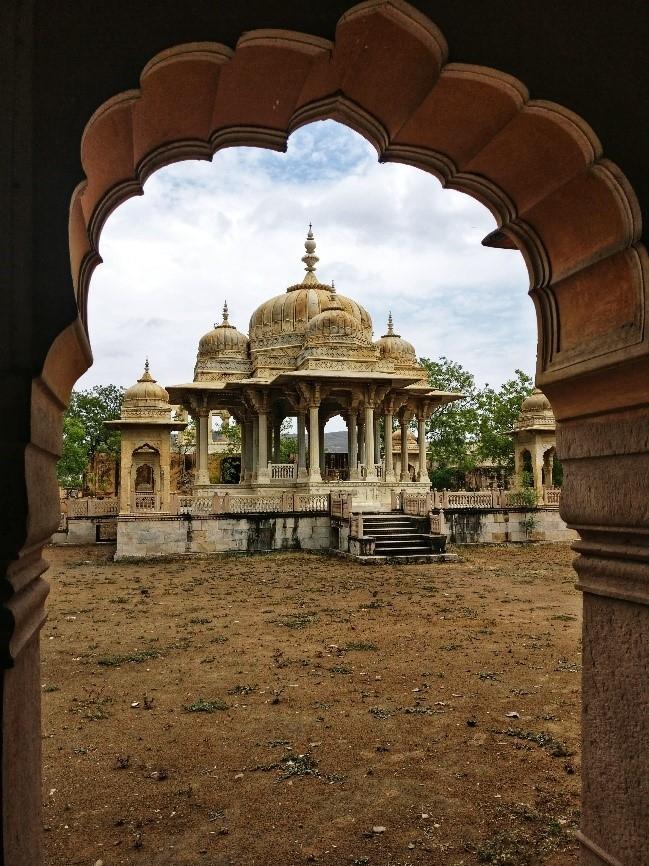 a chhatri at Maharaniyon ki chhatriyan, rajasthan, Photo: Chandni Chowdhary