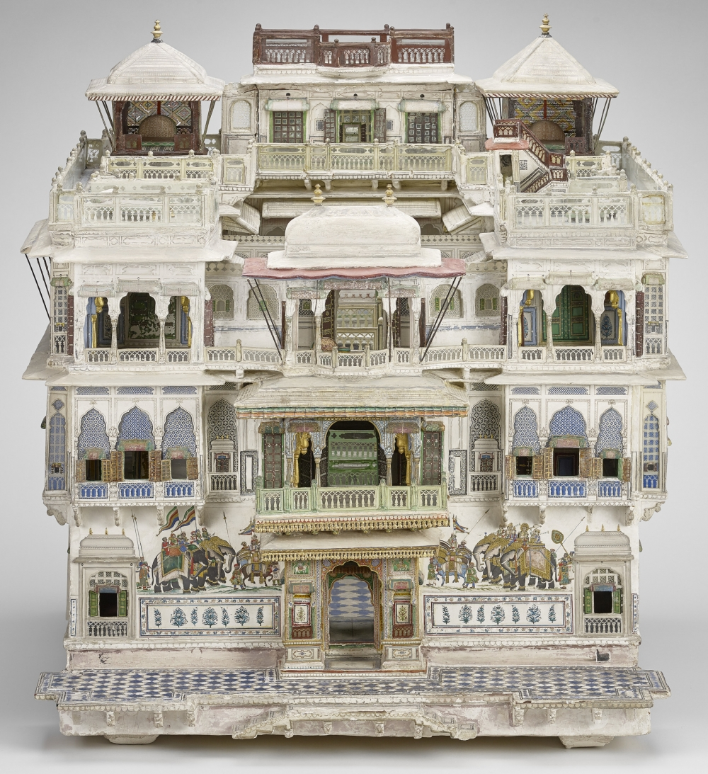 Model of a Jaipur House 1866-75, Plaster, paint, glass, gouache, gold paint | 57.8 x 49.5 x 54.4 cm, Photo: Royal Collection Trust / © Her Majesty Queen Elizabeth II 2021