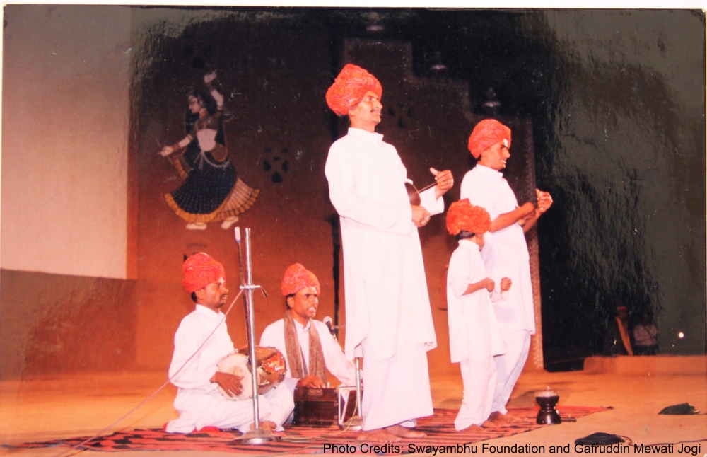 Fig. 4: Gafruddin ji performing Pandun ka kada  at Sangeet Natak Akademi, Lucknow, in 1985, along with his brother, Taiyyab Khan (left), and his son, Shahrukh Khan (centre) (Courtesy: Swayambhu Foundation and Gafruddin Mewati Jogi)