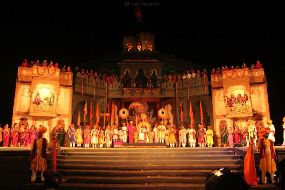 Fig. 3: The coronation ceremony as portrayed in the play Janata Raja (Courtesy: Aishwarya Walvekar)