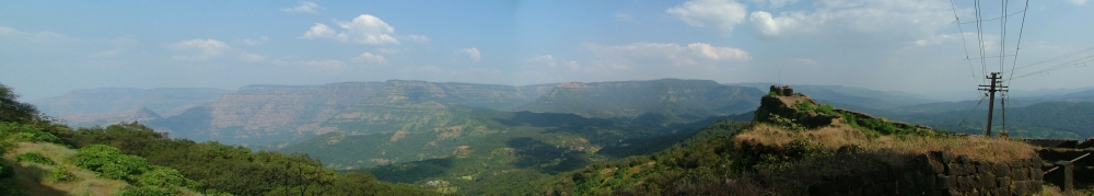 Panoramic photograph of the Pratapgad fort with a view of the Javali valley (Photo Source: Wikimedia Commons)