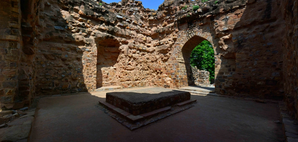 Alauddin Khalji's tomb chamber, Courtesy: Ayan Ghosh/Sahapedia
