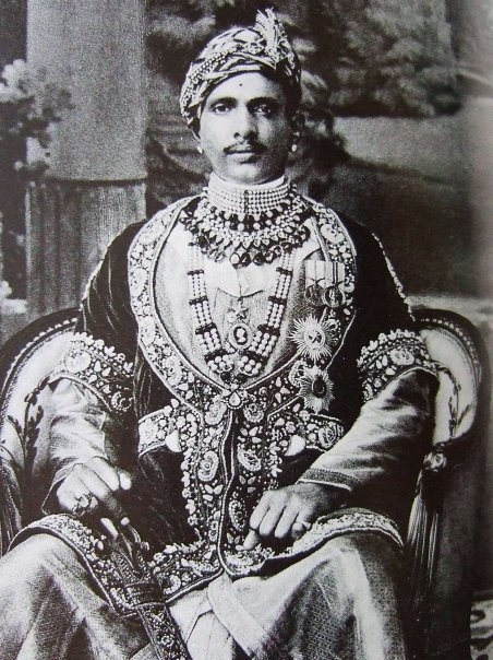 Maharaja Sawai Jai Singh Bahadur of Alwar, sarpech, male jewellery, Photo: Wikimedia Commons